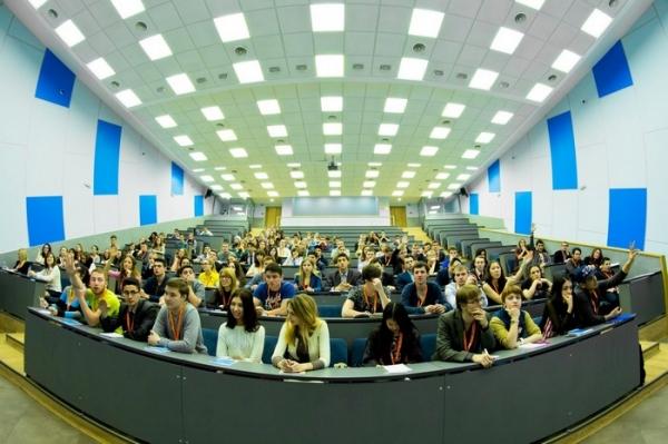 Студенты-хорошисты смогут переходить на бюджет с платного обучения